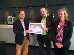 uitreiking cheque aan  Hans Spigt en Jolanda Kamphuis
